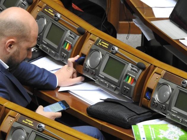 нардеп Артюшенко с мобилкой